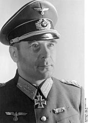 Général Hans Krebs Dernier Chef d'Etat major Général de l'armée de terre. Il se suicide le 1er mai dans le bunker avec le Général Wilhelm Burgdorf d'une balle dans la tête.