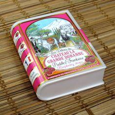Французские драже со вкусом малины в оригинальной упаковке в виде книжки. Очень вкусно и необычно. Lunch Box, Raspberry