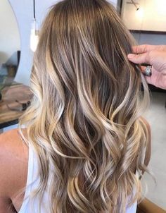 33 ideas for the perfect balayage hairstyle Find the best ideas for the perfect ba . - 33 ideas for the perfect balayage hairstyle Find the best ideas for the perfect balayage hairstyle. Brown Ombre Hair, Brown Hair With Highlights, Ombre Hair Color, Cool Hair Color, Silver Highlights, Natural Blonde Highlights, Hair Colour, Balayage Blond, Hair Color Balayage