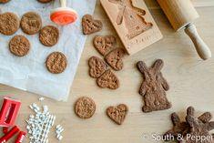 Zelf speculaas maken is leuk om samen met je kinderen te maken voor Sinterklaas. Dit makkelijke en lekkere recept is van de Belgische chef Piet Huysentruyt.