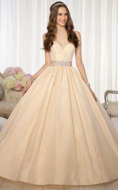 Vestidos de novia por Essense Otoño 2014