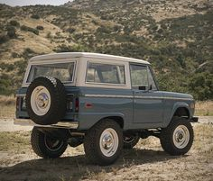 Icon is a Californian builder known for their custom jeeps and trucks. For their latest Broncos, they take on a more retro look with the introduction of their Old School series builds. Classic Bronco, Classic Ford Broncos, Chevy Classic, Classic Trucks, Classic Cars, Chevy Diesel Trucks, Jeep Truck, Chevrolet Trucks, 1957 Chevrolet