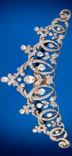 I need this for my birthday next week. Tiara by Tiffany & Co., Gold, platinum, and diamonds. Courtesy Museum of the City of New York and Gilded New York (Monacelli Press) Royal Crowns, Tiaras And Crowns, Bijoux Art Nouveau, The Bling Ring, Do It Yourself Jewelry, Royal Jewelry, Gold Jewellery, Tiffany Jewellery, Princess Cut Rings