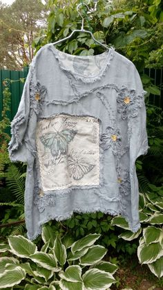 Vintage Butterfly Blouse from linen - buy and . Bohemian Mode, Boho Chic, Unique Outfits, Cool Outfits, Look Fashion, Fashion Outfits, Look Boho, Altered Couture, Vintage Butterfly