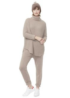 Browse our maternity sweaters & knitwear for the coziest, softest way to cuddle up to your vibe. Cardigans, long-sleeve dresses, joggers and even socks! Cotton Sweatpants, Nursing Wear, Lounge Outfit, Maternity Sweater, Cashmere Turtleneck, Maternity Fashion, Maternity Outfits, Sporty Style, Comfortable Outfits