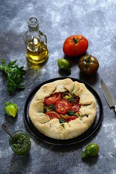 Un dejeuner de soleil: Tarte rustique aux tomates et pesto