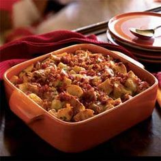 This casserole is easy to prepare, especially if you purchase diced ham from your supermarket. Gruyère is a type of Swiss cheese. Its sweet nuttiness enhances this dish, though you can substitute Edam, Gouda, or even cheddar cheese. Strata Recipes, Casserole Recipes, Casseroles, Leftover Ham Recipes, Cooking Light Recipes, Bacon Pasta, Calories, Healthy Recipes, Ww Recipes