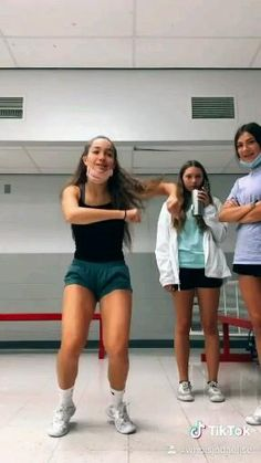 Just Dance Kids, Cool Dance, Dance Music Videos, Dance Choreography Videos, Super Funny Videos, Funny Short Videos, Bff, Besties, Best Friends Funny
