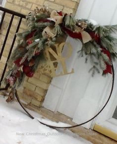 Old wagon wheel with decorative greens and ribbon. (Or spray paint a hula hoop brown!)With a pretty gold NOEL. Outdoor Christmas Decorations, Rustic Christmas, Christmas Hacks, Christmas Holidays, Wreath Crafts, Holiday Crafts, Wagon Wheel Decor, Wine Barrel Rings, Diy Weihnachten