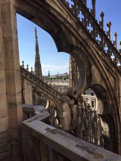 Der Mailänder Dom - Außenfassade des Doms schmücken über 4000 Skulpturen und Spitztürmchen