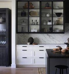 Modern Kitchen Interior Remodeling There is definitely a modern industrial appeal to steel-framed glass cabinetry in the kitchen. It offers a light touch and when styled as… - Glass Kitchen Cabinets, Upper Cabinets, Kitchen Backsplash, White Cabinets, Stone Backsplash, Kitchen Island, Metal Cabinets, Backsplash Cheap, Inside Cabinets