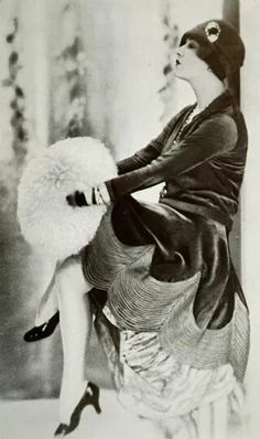 TatiTati Style ♔ Art Deco flapper girl
