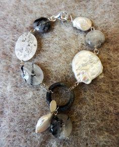 collezione Autunno-Inverno 2016 bracciale in argento 925\000 cristalli di rocca craquè, perle d'acqua dolce, quarzo grafitato e ebano sbiancato