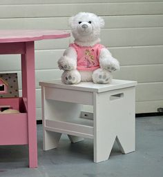 Easy Kids Bench. This is an excellent site with tons of plans of all kinds.