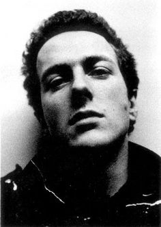 Joe Strummer of The Clash. His musical experience included his membership of The Latino Rockabilly War, The Mescaleros and The Pogues, in addition to his own solo music career. Joe Strummer Quotes, The Future Is Unwritten, Jenny Lewis, The Pogues, Solo Music, Smart Men, The Clash, Jim Morrison, Grunge Hair