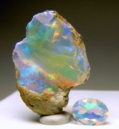 Ethiopian Opal rough and cut- WOW! Look at the play of color in this opal! Minerals And Gemstones, Crystals Minerals, Rocks And Minerals, Stones And Crystals, Gem Stones, Story Stones, Cool Rocks, Beautiful Rocks, E Mc2