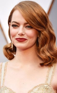 Emma Stone Wears a Planned Parenthood Pin at the 2017 Oscars