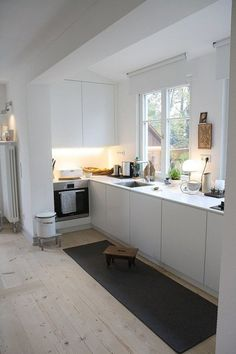 """Everything for the old-fashioned charm!"" – Visiting the new home of Fräulein Otten am Bodensee - White Kitchen Remodel Cottage Kitchens, Modern Farmhouse Kitchens, Home Kitchens, Kitchen Modern, Farmhouse Layout, Kitchen Rustic, Farmhouse Ideas, Rustic Farmhouse, Farmhouse Style"