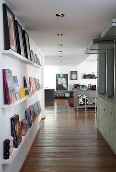 corredor-estante-de-livros-Juliana-Grave (Foto: Evelyn Müller/Editora Globo)