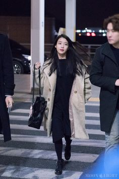 160131 Airport Departure cr: moonlight Fuente:jieunology #iu#cutie 136 notas Kpop Outfits, Retro Outfits, Winter Outfits, Kpop Fashion, Asian Fashion, Korean Fashionista, Korean Airport Fashion, Korean Celebrities, Casual Street Style