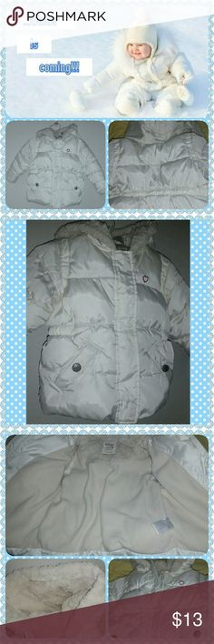 Puffer Coat 100% polyurethane Shell // 100% polyester Lining // Attached hood // 2 button pockets // Zipper and velcro closure // Pre-loved condition // White color // Old Navy brand Old Navy Jackets & Coats Puffers