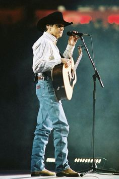 the king of country himself! Country Musicians, Country Artists, Country Singers, George Strait Family, Joyce Taylor, Country Men, American Country, American Idol, Jake Owen