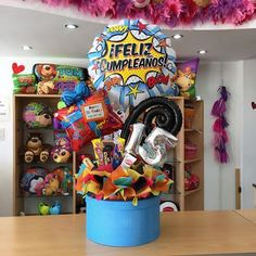 Un súper cumpleaños #15  #joliandgift Birthday Care Packages, Candy Bouquet, Ideas Para Fiestas, Balloon Decorations, Gift Baskets, Sweet 16, Diy Gifts, Gift Wrapping, Christmas Crafts