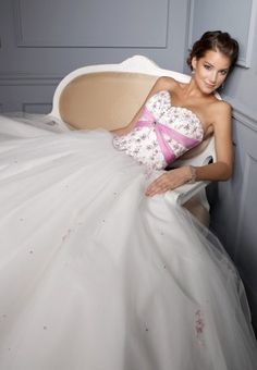 Ball Gown Sweetheart Applique Sleeveless Floor-length Tulle Dress