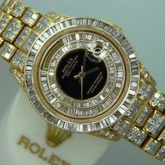 ♛ WOW - ROLEX Gold/Diamonds ♛ oh holy god I don't think I could pull that off!!! Kck