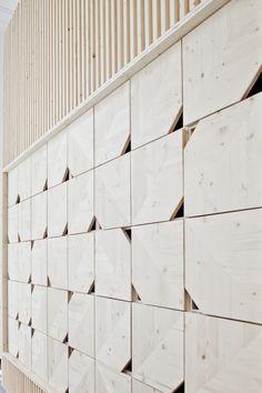 Le cabinet d'architecture français Estelle Vincent signe la réalisation du projet d'aménagement de bureaux du nouveau siège social de la société Ekimetrics. Un espace Hétéroclite de 1 0…