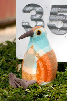 I love Pauanesia!!!  These gorgeous kiwi's made out of old NZ woolen blankets....  so cute.