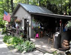 Linville Falls Trailer Lodge & Campground, off the Blue Ridge Parkway at junction US 221, is Western North Carolina