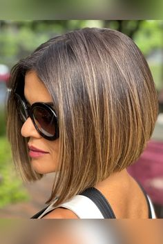 This is it ladies! The cutest blunt cut bob haircuts are right here. Click here to see them before your next haircut! (Photo credit IG @ro.hsiqueira) Blunt Bob Haircuts, Blunt Cuts, Latest Hairstyles, Face Shapes, Short Hair Cuts, Photo Credit, Long Hair Styles, Lady, Beauty