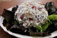 This tasty Neiman Marcus Chicken Salad has a secret ingredient that gives the texture of the salad a wonderfully creamy texture. Neiman Marcus Chicken Salad Lika fadeldarien Chicken This tasty Neiman Marcus Chicken Salad has a secret in Cat Recipes, Cooking Recipes, Healthy Recipes, Cooking Games, Delicious Recipes, Chicken Salad Recipes, Salad Chicken, Snacks, Gastronomia