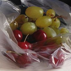 Grapes...by Pedro Campos, hyper-realistic paintings