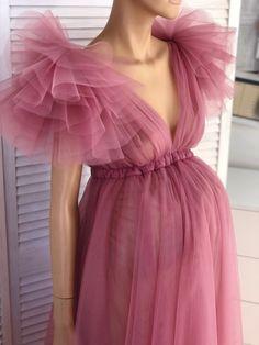 Dusty Pink Dresses, Pink Flower Girl Dresses, Green Maternity Dresses, Maternity Evening Gowns, Pregnacy Fashion, Beautiful Dresses, Beautiful Maternity Dresses, Shower Dresses, Bridal Robes