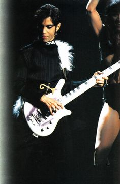 Prince The Gold Experience Era 1994 - Super rare photo with the one eyed bass!