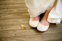A maioria das noivas preza pelo confortono dia do casamento, por isso a escolha do sapato, assim como o vestido, é muito importante. Apesar do salto alto ser considerado elegante e chique, as sapatilhas estão caindo no gosto de quem …