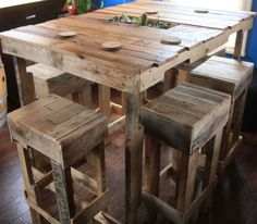 diy pallet table and stoo; | Pallet table