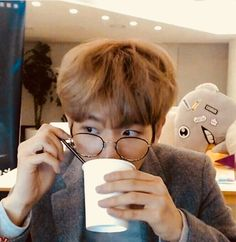 This somehow reminds me of Harry Potter Baekhyun EXO Baekhyun, Exo Ot12, Chanbaek, Indie Singers, Fandom Kpop, Exo Memes, My Little Baby, Light Of My Life, Reaction Pictures