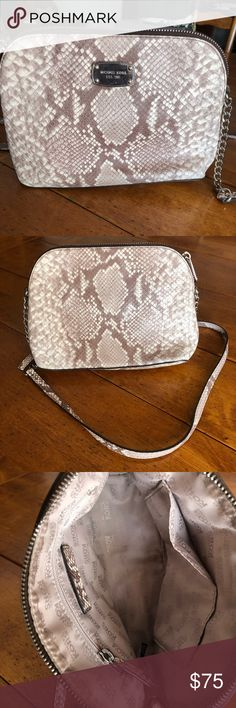 8f700ecbacd4 Michael Kors snake skin Cross body purse Used twice In great condition  looks brand new Snake skin Michael Kors Bags Crossbody Bags