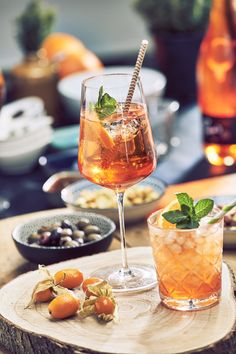 Pino's Sprizz ready to use for a spontaneous party! Snacks, Alcoholic Drinks, Wine, Party, Food, Italy, Simple, Liquor Drinks, Appetizers