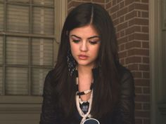 Aria Montgomery Pretty Little Liars Season 1 Episode 10 Keep Your Friends Close Grunge Look, 90s Grunge, Grunge Style, Soft Grunge, Grunge Outfits, Pretty Little Liars Aria, Pretty Little Liars Brasil, Pretty Little Liars Actresses, Pretty Little Liars Seasons