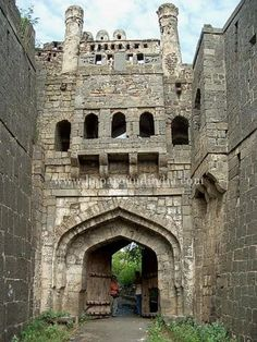 Vintage Architecture, Indian Architecture, Beautiful Castles, Beautiful Dolls, Raigad Fort, Shiva Photos, History Of India, Vintage India, Historical Monuments