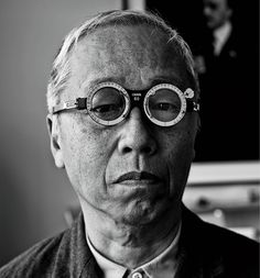 Hiroshi Sugimoto wearing a pair of optical trial frames from a Japanese flea market. Photograph by Adrian Gaut. Types Of Photography, Artistic Photography, Image Photography, Turbans, Black N White Images, Black And White, White Light, Hiroshi Sugimoto, Chiaroscuro