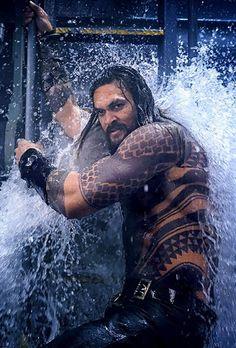 jason momoa in aquaman Aquaman Film, Aquaman Movie 2018, Aquaman Actor, Jason Momoa Aquaman, Dc Comics, Jason Momoa Khal Drogo, Atlantis, Mundo Comic, My Sun And Stars