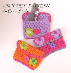 Girls Purse/ Wallet  with Flower and Heart Crochet par EvasStudio