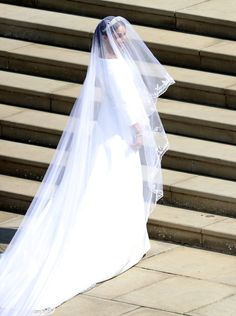 Prince Harry & Meghan Markle Are Officially Married! (Photos): Photo Prince Harry and Meghan Markle are married! The royal and the former Suits actress tied the knot during the Royal Wedding at St. Harry And Meghan Wedding, Harry Et Meghan, Harry Wedding, Prince Harry And Megan, Wedding People, Prince Henry, Meghan Markle Dress, Actress Meghan Markle, Meghan Markle Wedding Dress