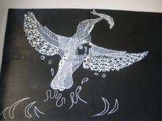 Un artiste dessine des animaux sauvages à la craie en plein coeur de la ville