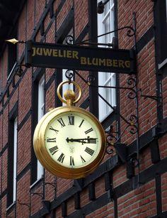 Blumberg Uhr, Soltau Clock Town, Time Clock, Victorian Clocks, Antique Clocks, Unusual Clocks, Cool Clocks, Consoles, Tick Tock Clock, Outdoor Clock